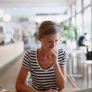 Image Woman working in coffee shop